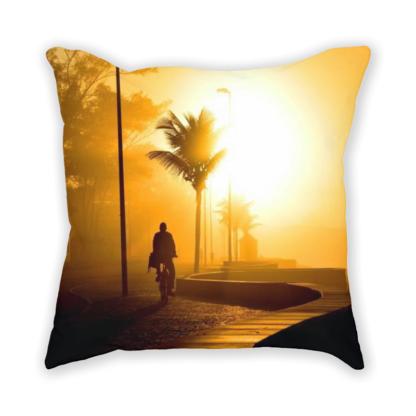 almofada decorativa com estampa de nascer do sol no Rio de Janeiro