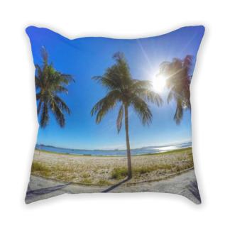 almofada decorativa com estampa paisagem tropical
